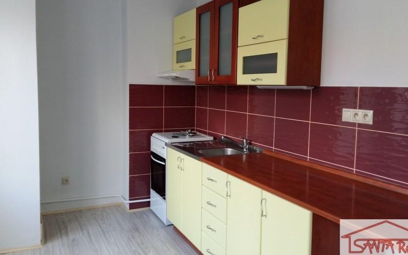 Ponúkame na predaj zrekonštruovaný 3 izbový byt v širšom centre Levíc