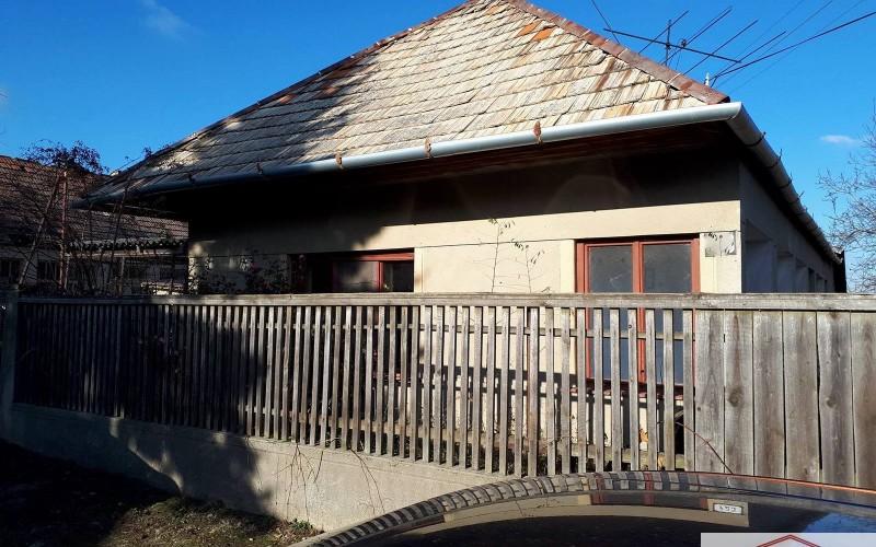 Na predaj starší vidiecky dom vo Veľkých Ludinciach