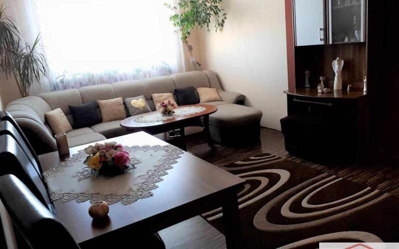 Ponúkame na predaj pekný 4 izbový byt s balkónom, Levice