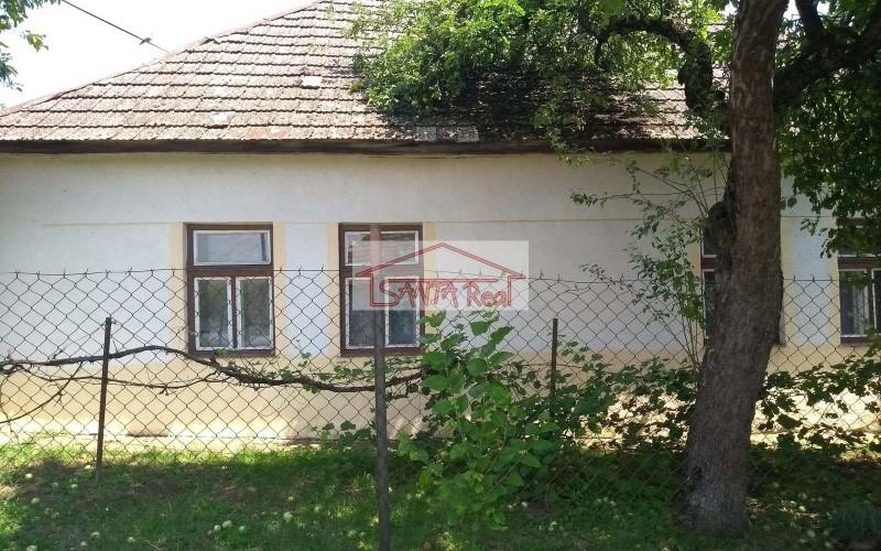 Starší rodinný dom v Beši s veľkým pozemkom na predaj