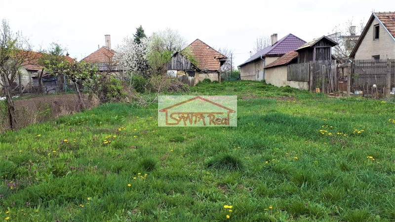 Pozemok so starým domom vhodný aj na výstavbu RD, Jur nad Hronom