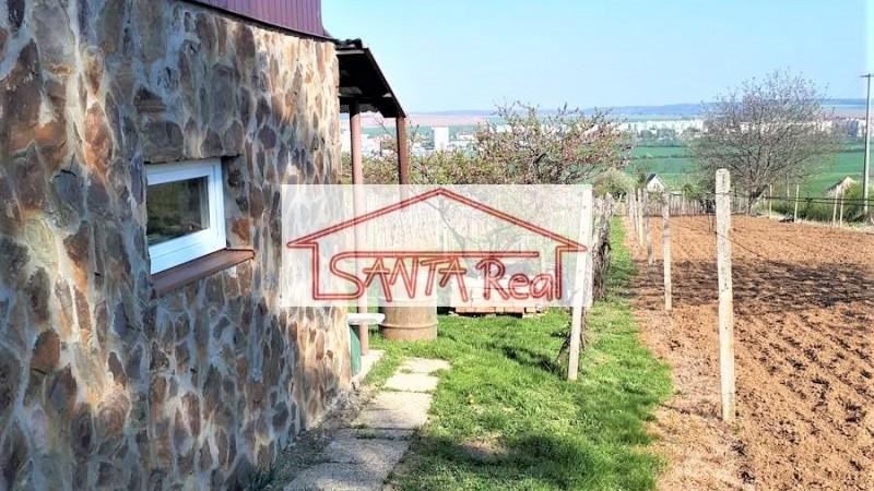 Vinica so záhradnou chatou, Vráble