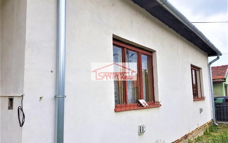 Ponúkame na predaj rodinný dom v Kozárovciach