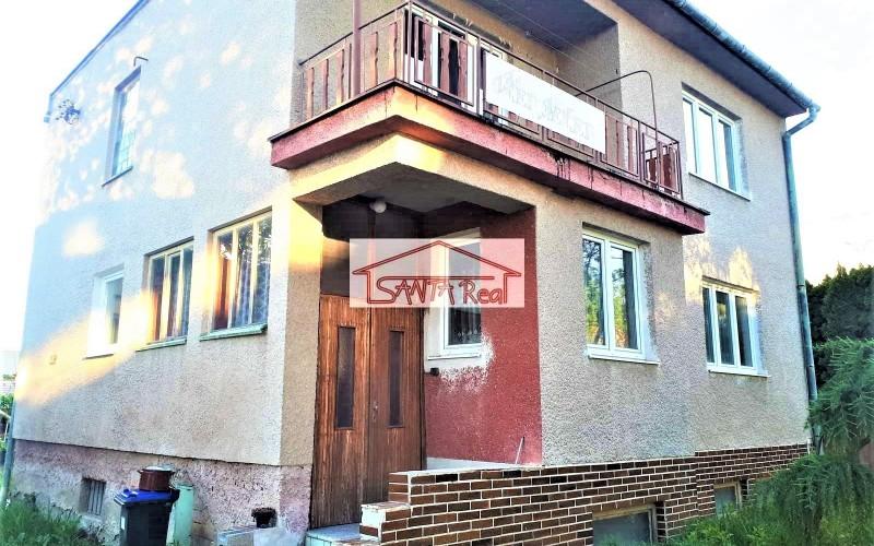 Veľký poschodový rodinný dom v Leviciach