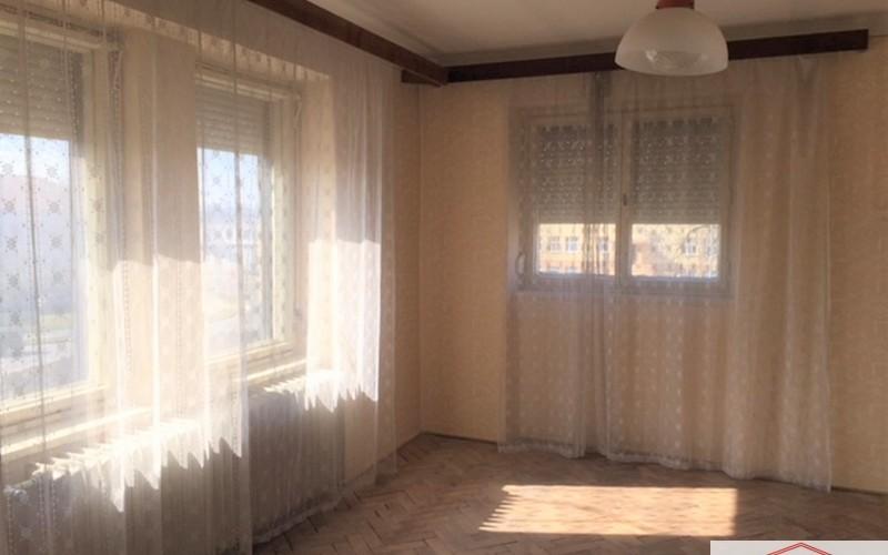 Ponúkame na predaj 2 iz. byt v širšom centre mesta v Leviciach