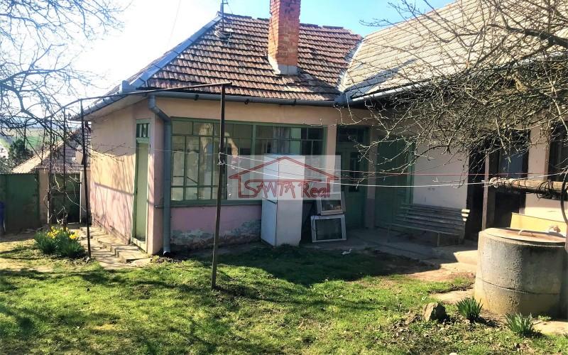 Ponúkame starší rodinný dom v obci Čaka